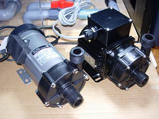 レイシーのRMD-551(左)と三相のPMD-641B2P(右)