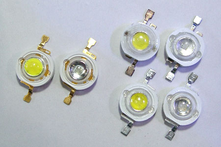 左はEdison社製LED素子、右は安価な三流LED素子